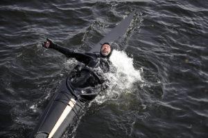 Einar Knutsen - håndrulle med 8 kilos murstein i hånda!